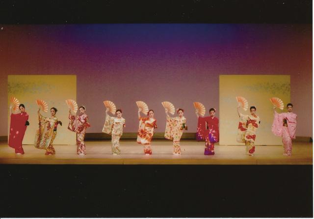 鎌倉こども日本舞踊サークル 鎌倉こども日本舞踊サークル 日本舞踊の古典を踊るお稽古を通じて、美し